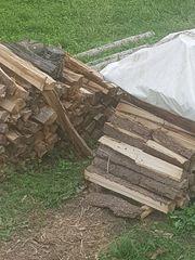 Brennholz Kaminholz oder Hackschnitzel zu