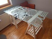 Schreibtisch mit Glasplatte auf Tischbock