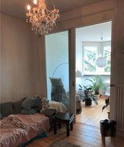 Schönes Zimmer und Küche in