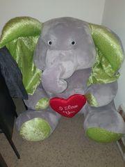 Kuscheltier Riesengroßer Elefant grau grün