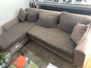 Schönes Sofa mit Schlaffunktion