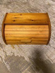 Brotkasten aus Holz mit Rolldeckel