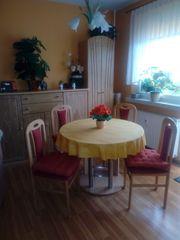 Wohnzimmertisch hell mit 4 Stühlen