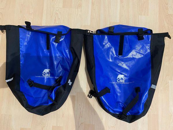 blau schwarze CME Fahrradtaschen wasserdicht