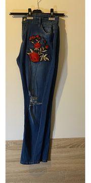 Jeans mit Rose rot blau