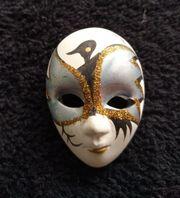 Brosche Maske weiss - handbemalt