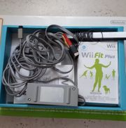 - Nintendo Wii Konsole - neuwertig - plus