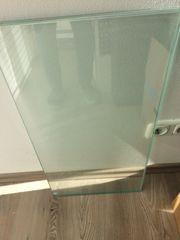 Regalböden aus angeschliffenem Glas
