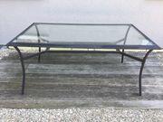 Gartentisch mit Glasscheibe