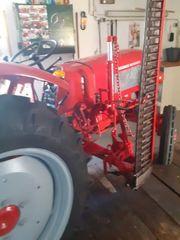 Traktor güldner burgund