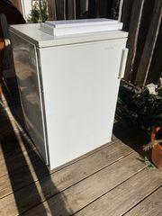 Kühl-Gefrierkombi mit 132l kostenlos abzugeben