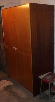 alter zweitüriger brauner Vollholz-Kleiderschrank