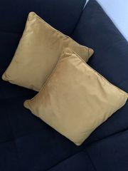 Zwei Kissenbezüge gold