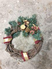 weihnachtsdeko und 2 kristbaumstender