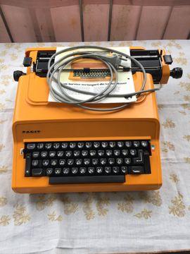 Büromaschinen, Bürogeräte - Facit 1840 elektrische Schreibmaschine mit