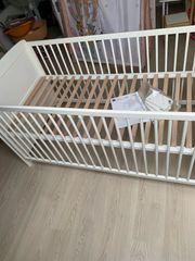 Babybett 70x140 umbaubar höhenverstellbar sehr