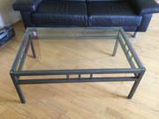 Glastisch mit lackiertem Stahl