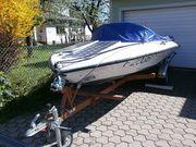 Motorboot mit Regen u Sonnenschutz