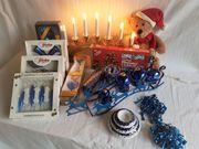 Weihnachtliche Dekoration in Blau