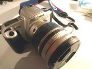 Analoge Spiegelreflex- Kamera mit viel