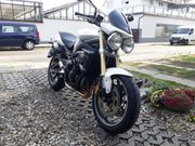 Triumph Street Triple mit Arrow
