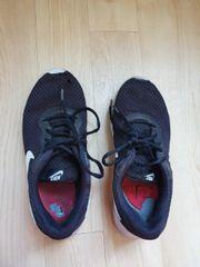 Getragene stinkendem Sport Freizeit Schuhe