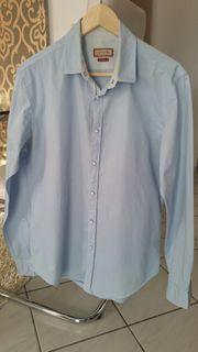 Slim Fit Hemd mit Druckknöpfen