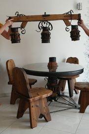 Außergewöhnlicher Tisch Stühle Lampe extravagant