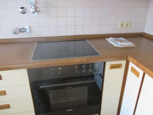 Einbauküche weiß mit Stahlgriffen