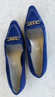 Slipper aus weichem royalblau leuchtendem