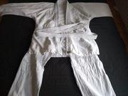 Kampfsportart Anzug