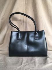 Handtasche aus Leder von L