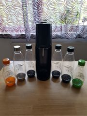 Soda Stream mit 6 Plastikflaschen