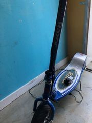Razor Elektroscooter E300 blau Elektrroller