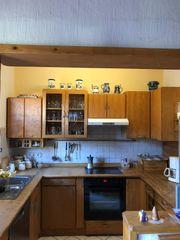 Massivholzküche mit Geräten