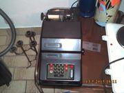 Alte Rechenmaschine aus Bakelitt