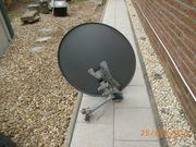 Satellitenschüssel mit Halterung und 3