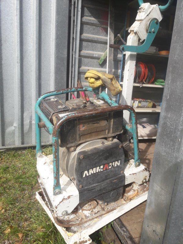Amann Rüttelplatte - Weyarn - Ich verkaufe meine Amann Rüttelplatte ca 180 kg schwer mit Hatz Diesel MotorAlles funktionstüchtig lediglich der Vortrieb ist schwach vermutlich Fehler an der Unwucht .... - Weyarn