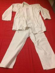 Karate-Anzug