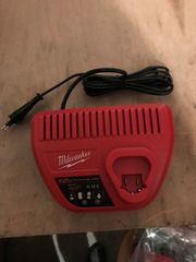 Milwaukee Original Ladegerät M12 12V