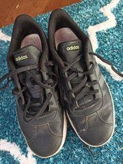 Adidas Schuhe getragen