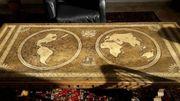 massiver Wohnzimmertisch Dingeldein mit Weltkarte