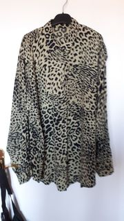 Bluse im Leoprint M Made