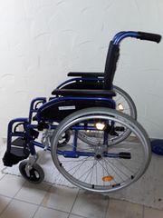 Leichtgewichtsrollstuhl blau metallic 330EUR