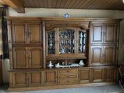 Wohnzimmer-Schrank Eiche rustikal massiv abzugeben