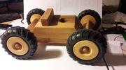 Holzauto zum malen auf der