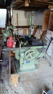 Tischlerfräsmaschine mit Fräswerkzeugen