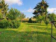 Schön angelegtes Gartengrundstück mit Ackerland