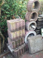 Pflanzsteine und 2 Waschbetonplatten 50