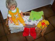 Holz-Schaukelwiege Puppenbett mit Zapf-Puppe 70er